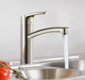 comment changer un robinet de cuisine avec douchette g nie sanitaire. Black Bedroom Furniture Sets. Home Design Ideas